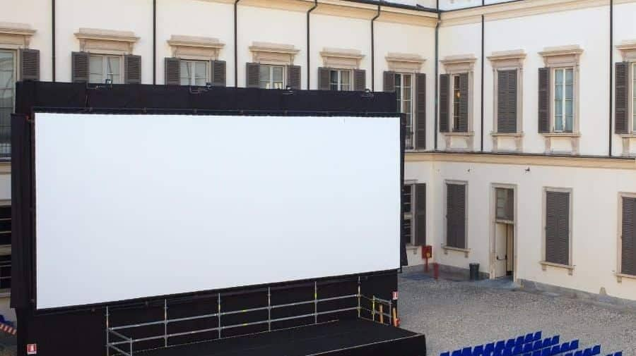 Best Outdoor Movie Screens