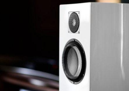 Are Bookshelf Speakers Better than a Soundbar_