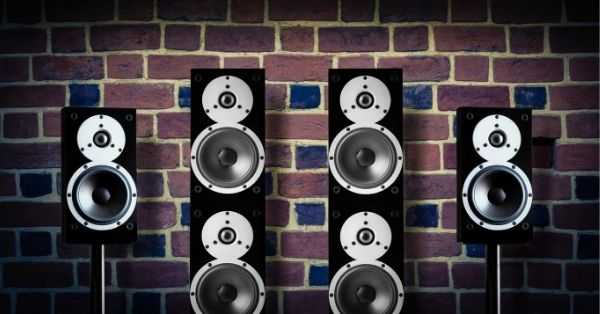 How Big Should Surround Speakers Be? 1
